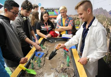 Undergraduate students explains water runoff in a model